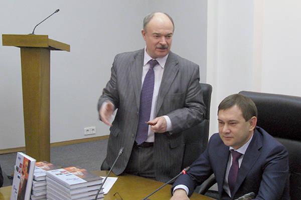 Депутаты подарили школьным библиотекам журнал «Подъём»