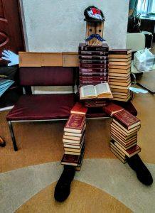 БИБЛИОДЕСАНТ ВЫСАДИЛСЯ В ПАВЛОВСКЕ